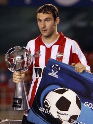 Algun trofeo lleva el nombre de un ecuatoriano?