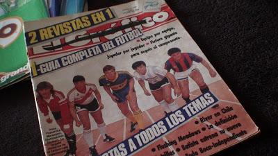 Husmeando revistas viejas.