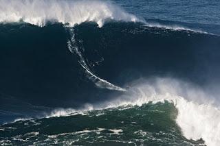 Nuevo record de ola mas grande surfeada.
