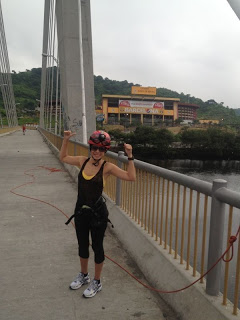 Karla demuestra detalles de la aventura urbana que ofrece Guayaquil…y utilizando a Barcelona.
