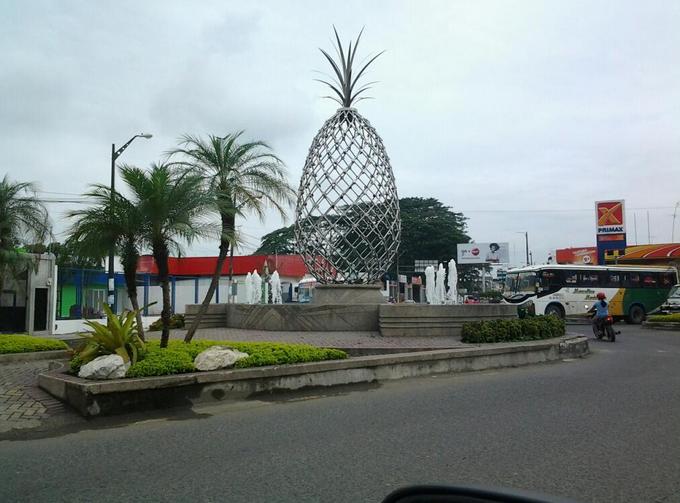 Monumentos por todos lados…así es el Ecuador.