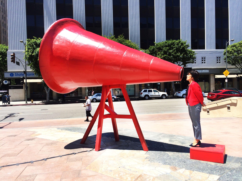 Grita tu sueño al megáfono gigante.