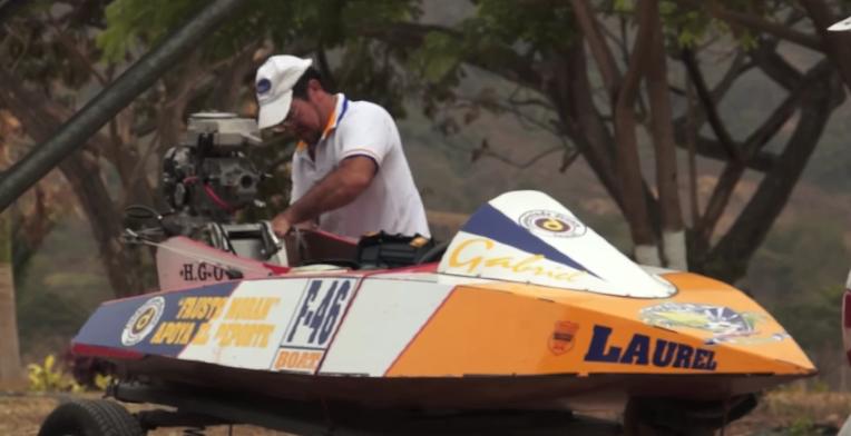 El último constructor de botes de carrera del Guayas(video)