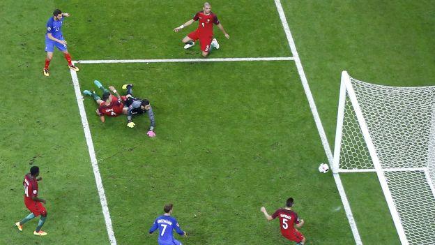 Football Soccer - Portugal v France - Euro 2016 - Final - Stade de France, Saint-Denis near Paris, France - 10/7/16 - France's Andre-Pierre Gignac fails to score. REUTERS/Carl Recine