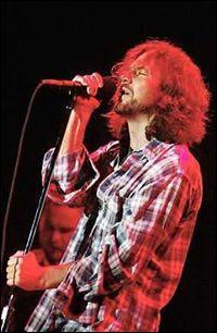 Pearl Jam recluta veteranos de Kiss y Ramones.