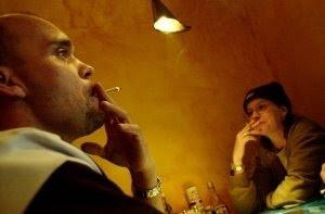 Prohibido el tabaco, pero no la marihuana