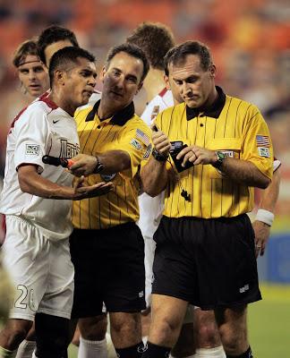 Si o no a la Tecnologia en el Futbol como Ayuda al Arbitro?