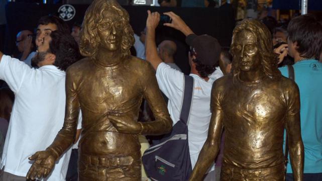 Tienen estatua…Charly y Nito.