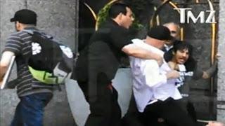 Es Anthony Kiedis, no le peguen!!!