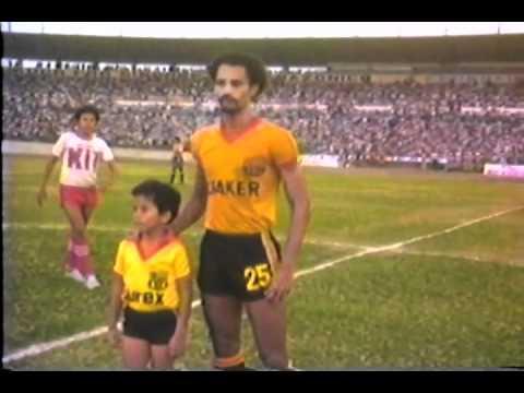 1981…solo minutos antes del partido Barcelona-LDUQ