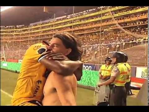 Mas imagenes de la celebracion de Blanco por gol en clasico